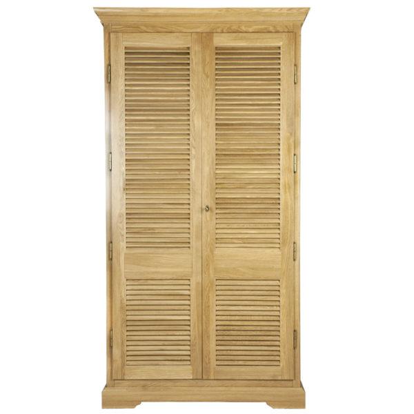 Шкаф из массива дуба с вентилируемым фасадом
