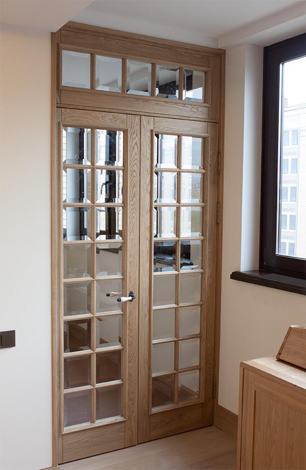 Дверь из дуба со стеклом