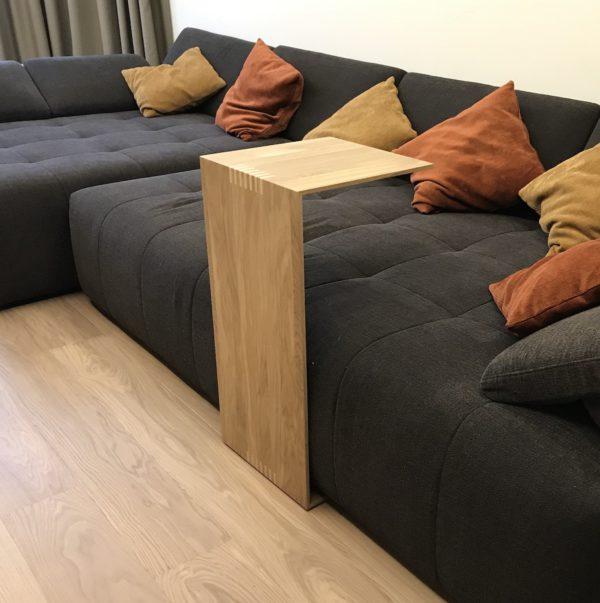 Приставной столик из массива